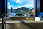 pokój hotelowy z widokiem na góry